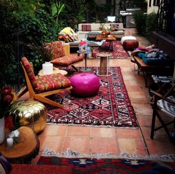 Un tapis kélim est parfait pour un patio style bohème